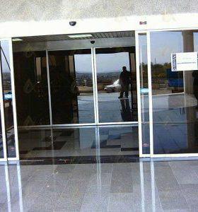 استفاده از درب شیشه ای اتوماتیک در فروشگاه ها